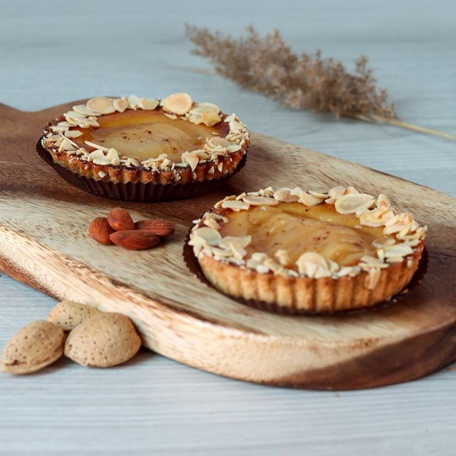 Have You Tried La Cigogne Pear Sabayon? A Sweet Crust Filled With Almond Cream, Topped With William Pear Slices!🍐😋👌🏻